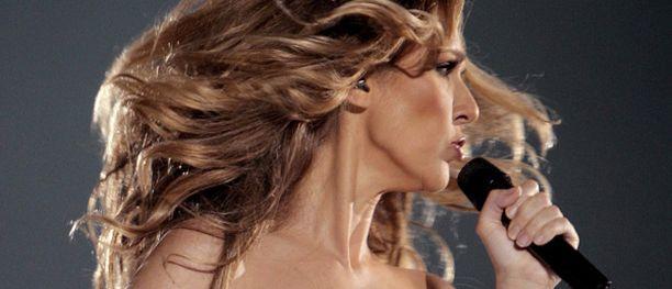 Celine Dion mielii toistamiseen äidiksi.
