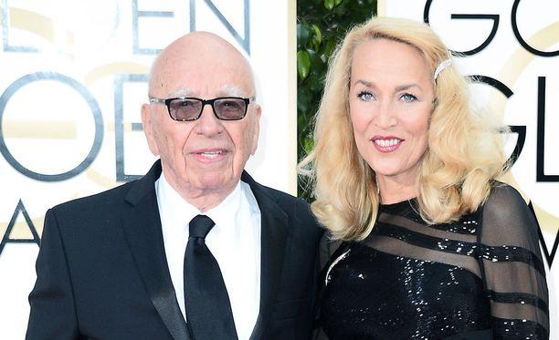 Mediamoguli Rupert Murdoch ja Jerry Hall ovat nyt kihloissa.