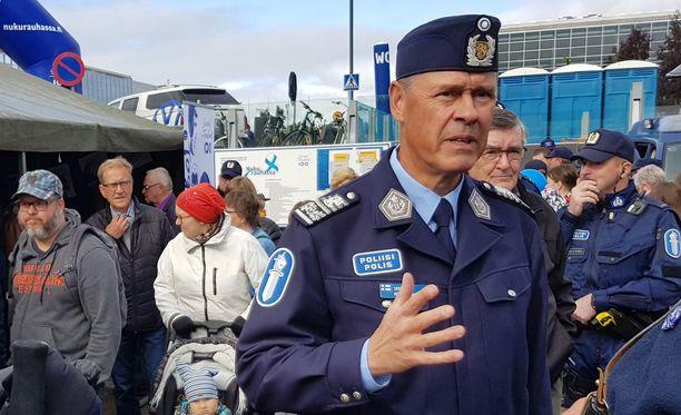"""Poliisiylijohtaja Seppo Kolehmaisen mukaan poliisille tulee """"tukuittain"""" tapauksia, joissa henkilö tulee tunnustamaan jotakin """"ja juttu saattaa osoittautua vääräksi""""."""