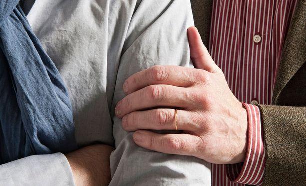 Vastedes miesten välisestä seksistä tulee väliaikainen verenluovutuskielto.
