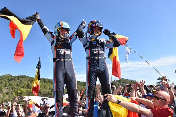 epa07953940 Thierry Neuville of Belgium (R) and his co-driver Nicolas Gilsoul of Belgium (L) react  after winning the Rally Spain 2019, in Salou, Spain, October 27, 2019.  EPA-EFE/REPORTER IMAGES
