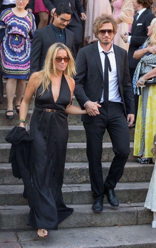 Iina Kuustonen ja Sebastian Rejman edustivat Jannan ja Junon häissä elokuussa.