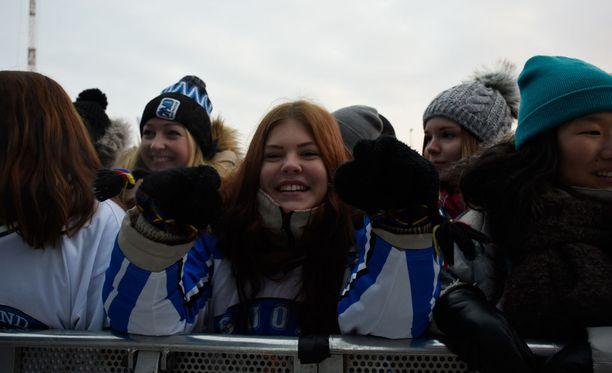Milla Nordman saapui jo tuntia ennen juhlien alkua Mäntyniemen kentälle hurjasta pakkasesta huolimatta.