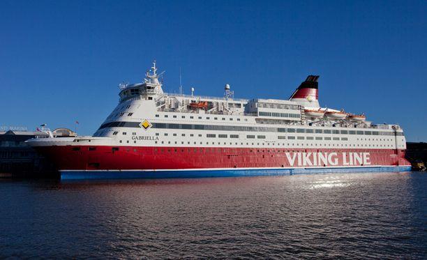 Viking Line sai viime vuonna historialliset viiden miljoonan euron säästöt polttoaineen halvan hinnan vuoksi.