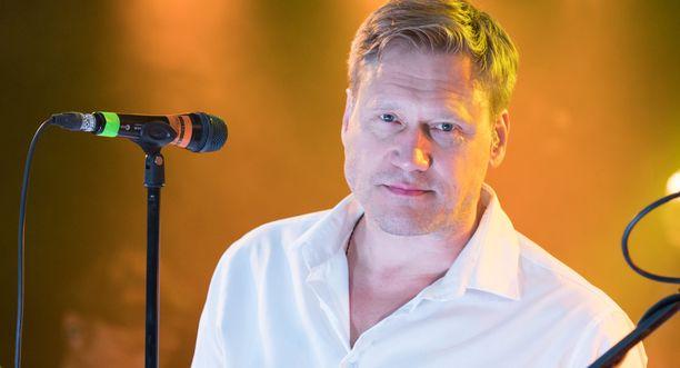 Samuli Edelmann yllätettiin Laulu rakkaudelle -ohjelmassa.