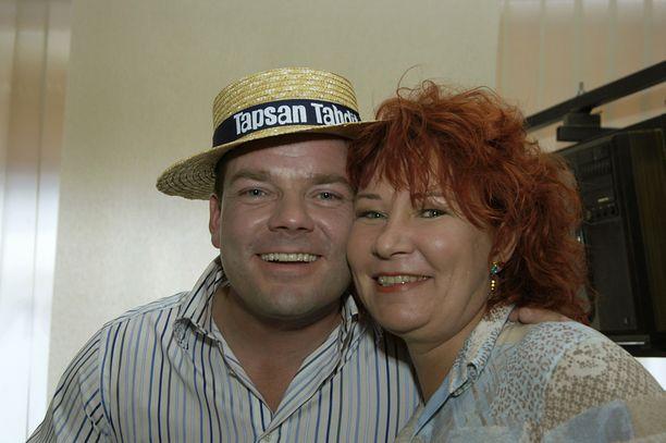 Vuonna 2005 Vicky Rosti poseerasi Jari Sillanpään kanssa iloisissa tunnelmissa.