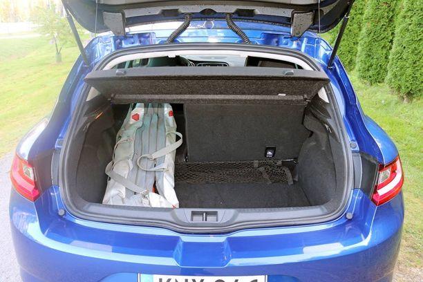 Koska auto on vain puoliksi susi, siinä on myös täysimittainen tavaratila.