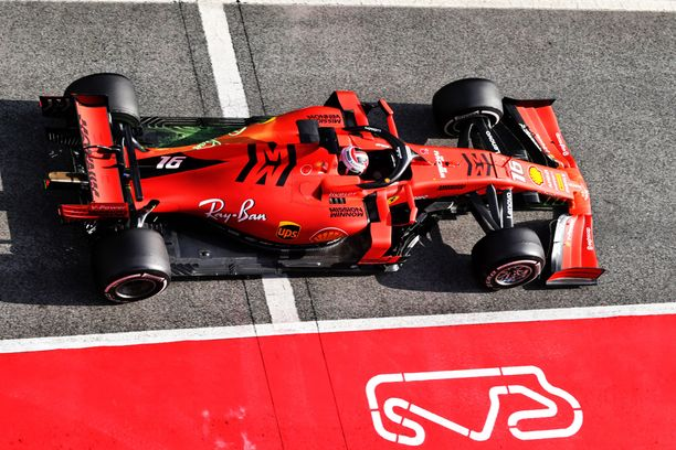 Charles Leclerc näytti vauhtivarojaan ensimmäisenä testipäivänään Ferrarin ratissa.