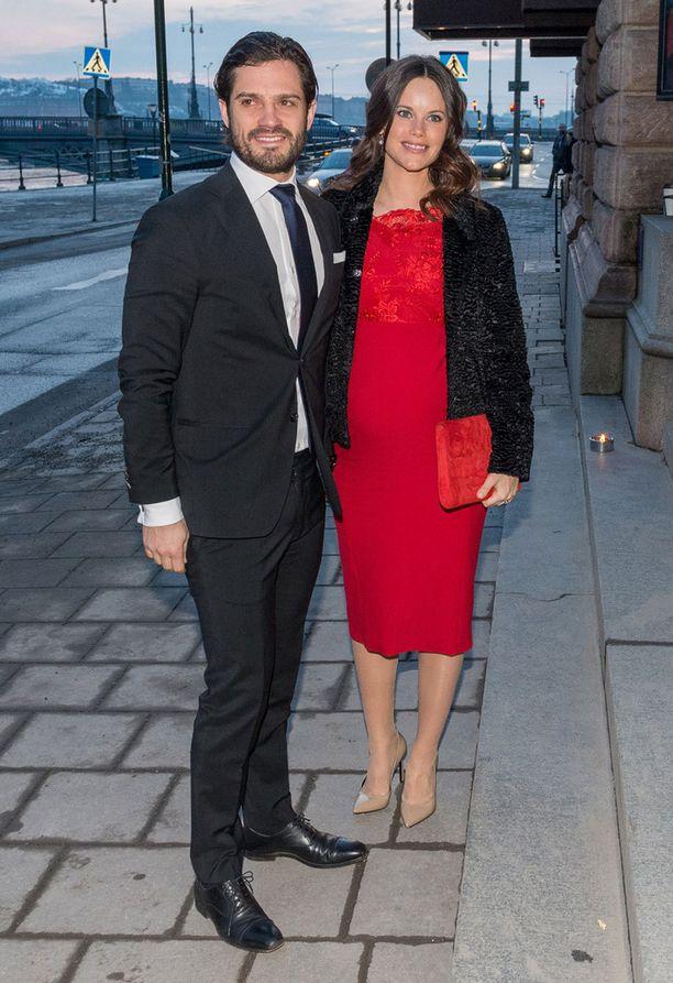 Sofia ja Carl Philip saapuivat tilaisuuteen yhdessä.