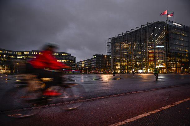 Teini-ikäinen turvapaikanhakija raiskasi naisia Helsingissä. Kuvituskuva.