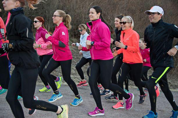 Kestävyysjuoksijan harjoittelusta jopa 85 prosenttia koostuu rauhallisella peruskestävyysalueella tapahtuvasta treenistä.
