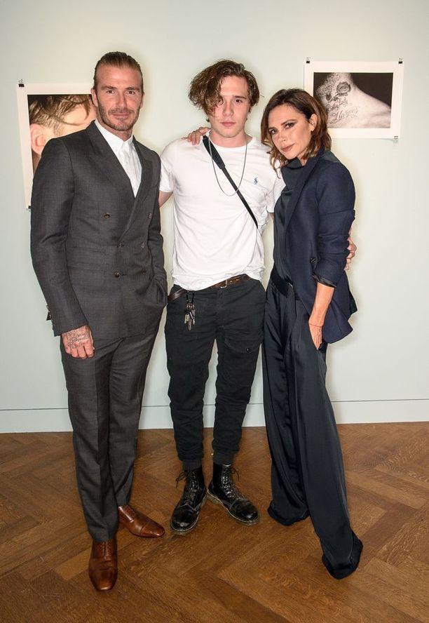 Brooklynin vanhemmat ovat superjulkkikset David ja Victoria Beckham, mutta vähitellen Beckham on alkanut saada julkisuutta myös omilla ansioillaan.