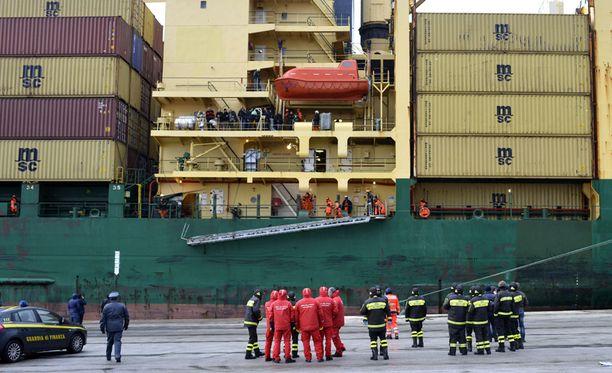 Laiva rantautui Pohjois-Italiassa sijaitsevaan Barin kaupunkiin.
