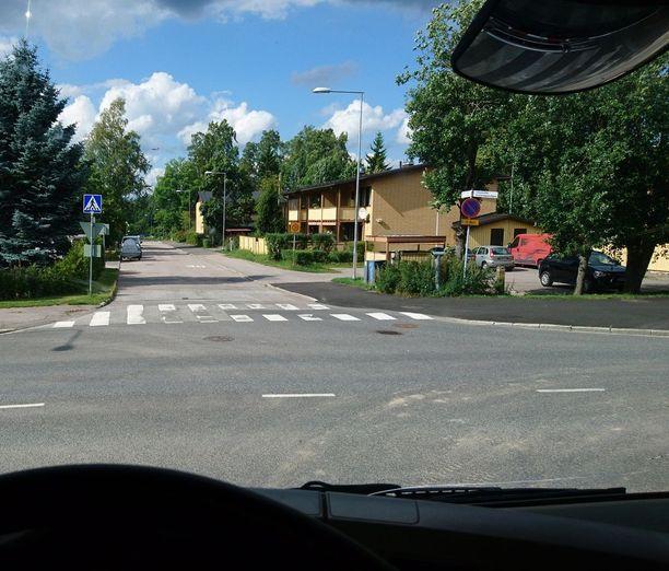 Kuorma-autoa ajava Atte muistuttaa, että näkymä ei ole kookkaasta ajoneuvosta aina paras mahdollinen.
