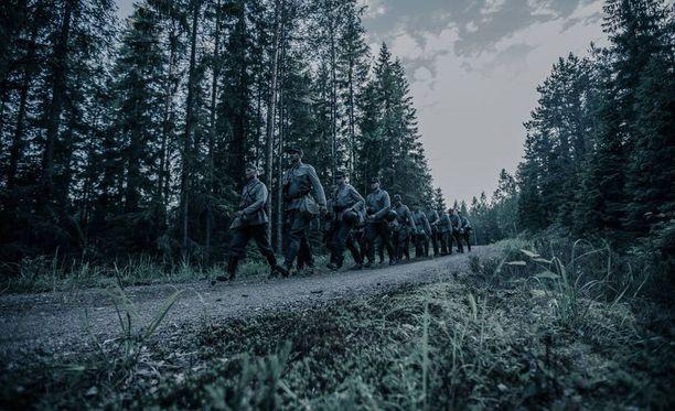 Tuntemattoman sotilaan kuvaukset alkoivat kesäkuun alussa. Kuolemaan johtanut onnettomuus sattui heinäkuun lopulla Vekarajärvellä.
