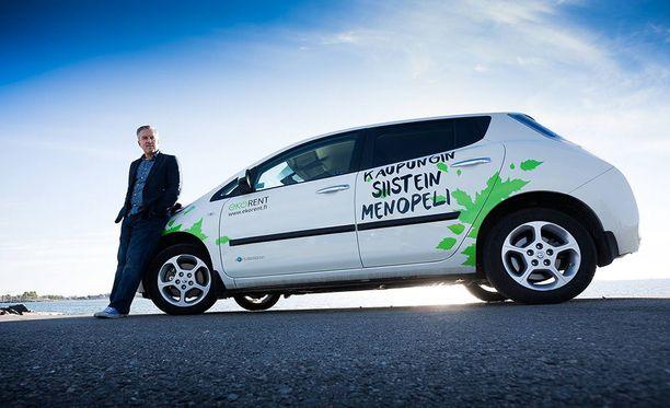 EkoRentin toimitusjohtaja Juha Suojasen mukaan uudiskohteissa voidaan säästää rakennuskustannuksissa merkittävästi, mikäli osa autopaikoista korvataan yhteiskäyttöautoilla.