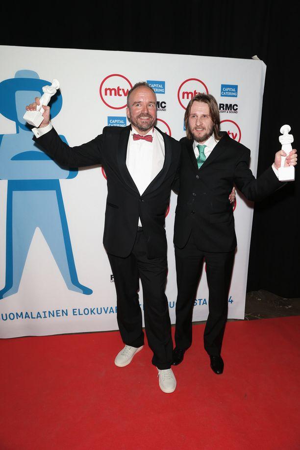 Viime vuonna Vuoden parhaaksi valittu elokuva He ovat paenneet. Kuvassa tuottaja Aleksi Bardy (vas.) ja ohjaaja J-P Valkeapää.