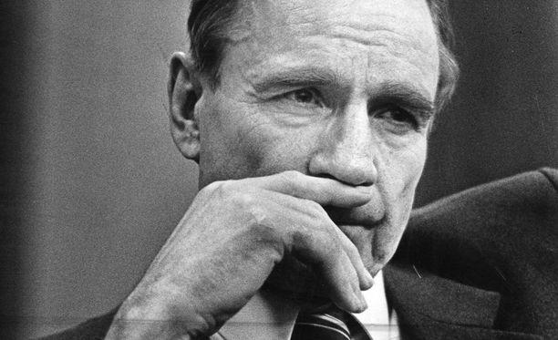 Kuva on otettu vuoden 1981 lopussa hieman ennen pääministerin puhetta. Tällöin Mauno Koivisto oli myös presidenttiehdokas.
