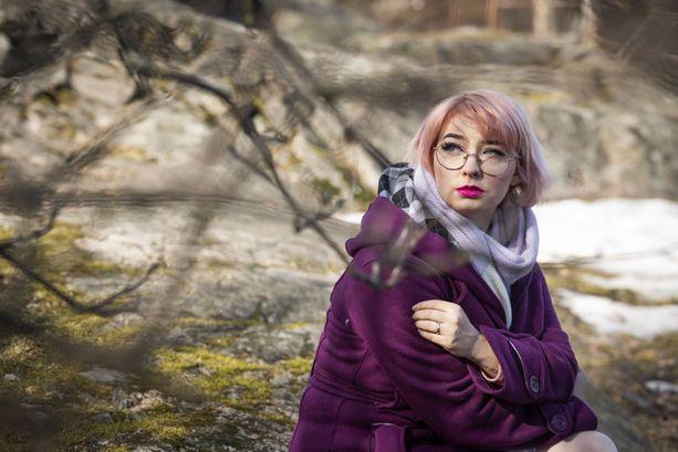 Niina Vähänkangas joutui koulussa muiden lasten silmätikuksi. Hän ei muista päivää, jolloin häntä ei olisi kiusattu.