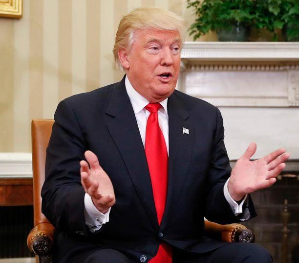 Trump kehui Pakistanin maasta taivaaseen ja tarjosi apuaan ongelmien ratkaisussa.