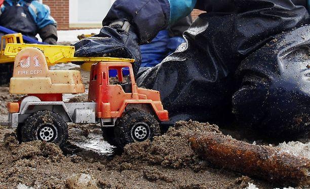Päiväkotilasten ulkoilu keskeytyi muovikuulatulitukseen Ruoholahdessa. Kuvituskuva.