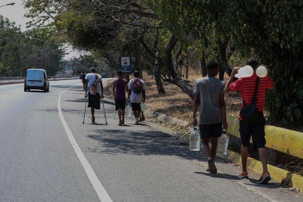 Venezuela on kärsinyt sähkö- ja vesikatkoista jo viikkojen ajan. Jopa puolet väestöstä kärsii aliravitsemuksesta.