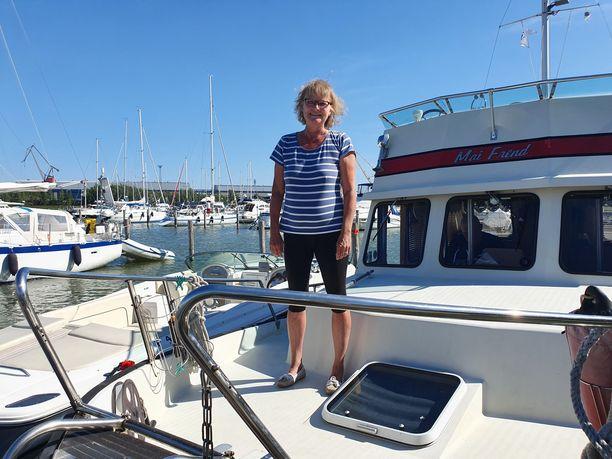 Merja Hillgren viihtyy myös hieman viileämmässä säässä. Hänen lomasuunnitelmiinsa kuuluu veneilyä.