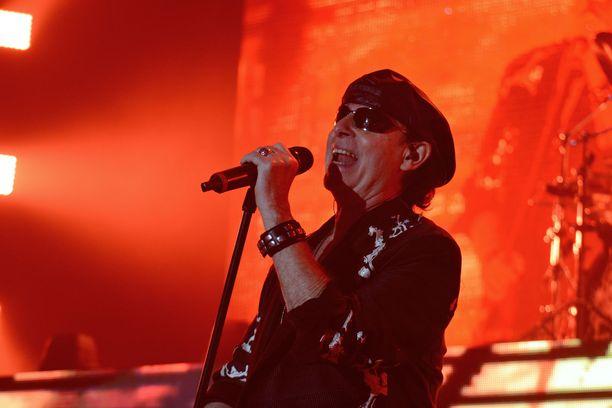 Klaus Meine on jo toipunut leikkauksesta ja Australian-kiertue jatkuu.