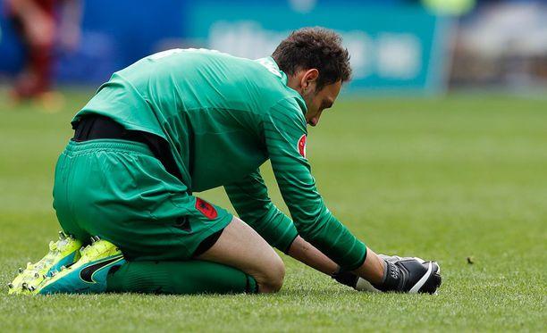 Albanian maalivahti Etrit Berisha joutui pettymään EM-debyytissään.