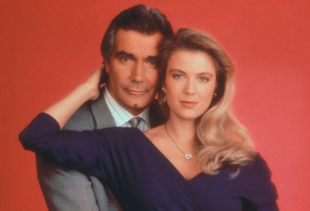 John McCook on näytellyt Eric Forresteria Kauniissa ja rohkeissa vuodesta 1987. Myös Katherine Kelly Lang on nähty Brooke Forresterin roolissa 80-luvulta lähtien.