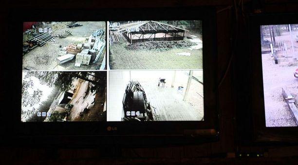 Kerhotiloista löytyneet monitorit paljastivat kameroiden avaavan laajan näkymän pihamaalle.
