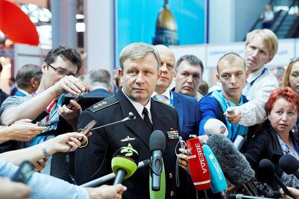 Venäjän merivoimien komentaja Viktor Tširkov sanoo maan puolustavan etujaan maailman kaikilla merillä. – Painopiste Venäjälle on arktisilla alueilla, hän alleviivaa.