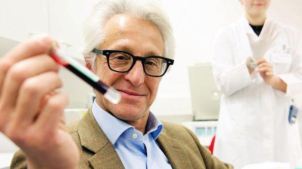 Tohtori Marco Narici suositteleetanssiharrastuksen aloittamista. Kaikki liikunta on toki hyvästä.