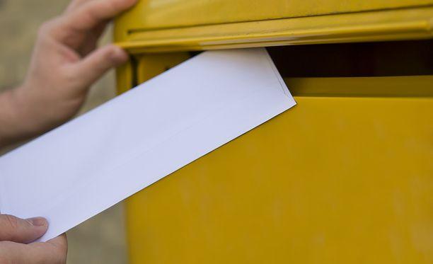 Posti ilmoitti lopettavansa kirjeiden jakelun tiistaisin.