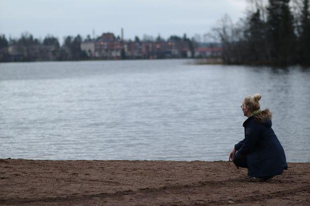 Tällä rannalla Tampereen Tohlopissa pieni lapsi meinasi hukkua.