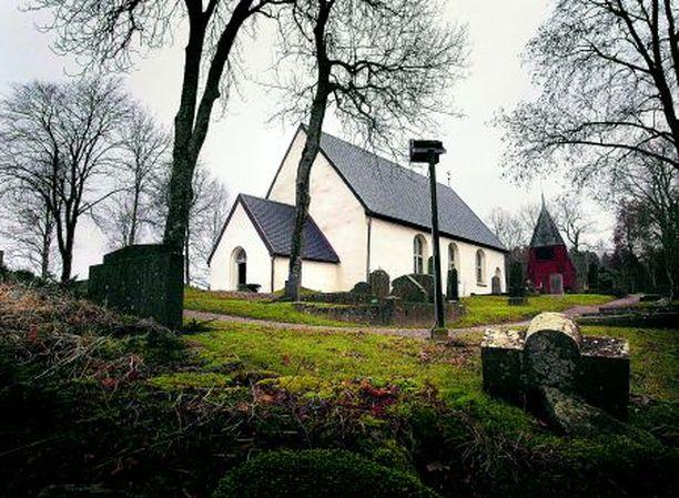 Borgstenan kirkon lähimaastosta Ruotsista löydettiin keskiviikkona naisen ruumis, jonka epäillään kuuluneen suomalaissyntyiselle Anuliina Petterssonille