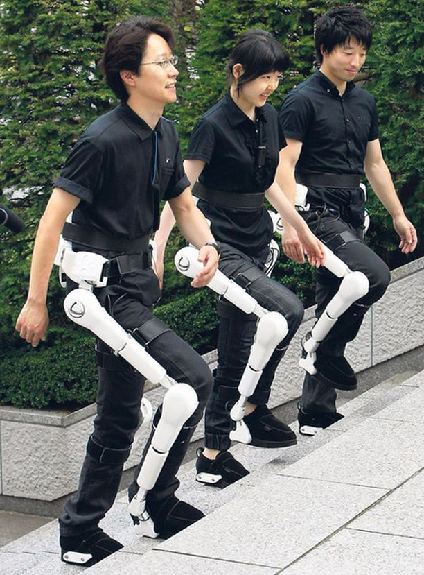 Japanissa on kehitetty uudenlainen robottipuku, joka auttaa esimerkiksi iäkkäitä tai halvaantuneita käyttäjiään liikkumisessa. Hinta tosin voi olla vielä hieman tyyris, sillä robottipukuja voi vuokrata noin 2 000 euron kuukausimaksulla eri puolilta Japania.
