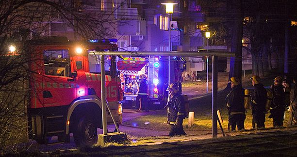 Helsingin pelastuslaitos pelasti viime hetkellä vakavia palovammoja saaneen miehen.