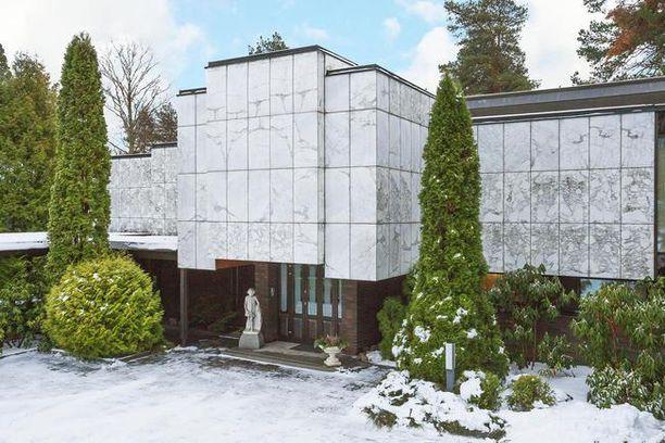 595-neliöisen talon pyyntihinta on 3 400 000 euroa.