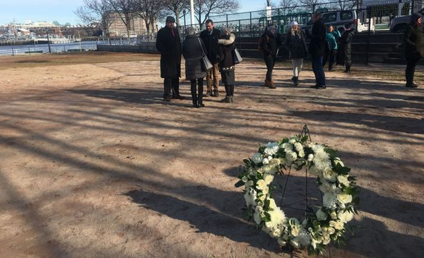 Onnettomuuspaikalla järjestettiin tiistaina muistotilaisuus.