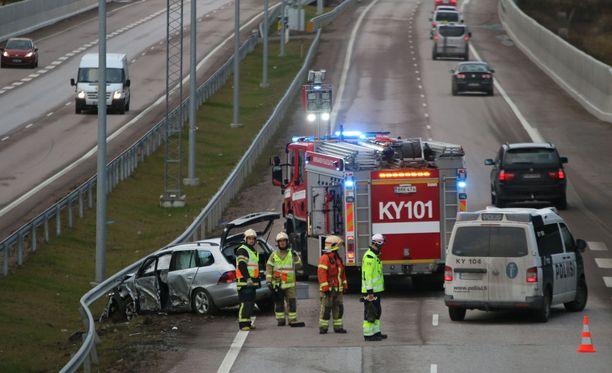 Kolarin aiheuttanutta kuljettajaa epäillään törkeästä rattijuopumuksesta ja törkeästä liikenneturvallisuuden vaarantamisesta.