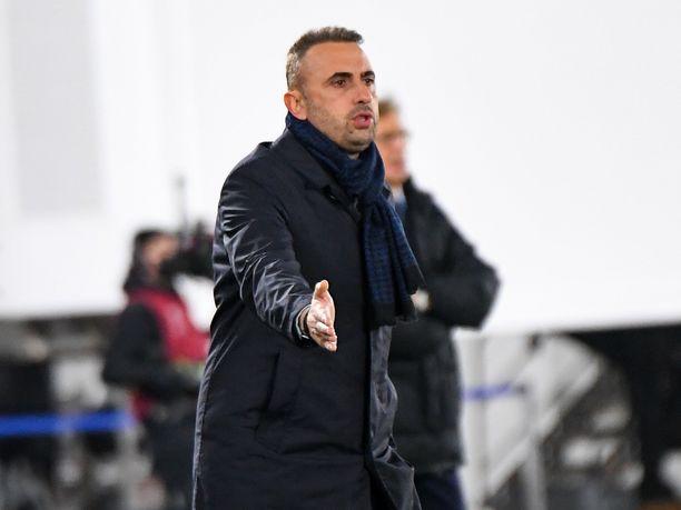 Bosnia-Hertsegovinan päävalmentajalla Ivailo Petevillä todettiin koronatartunta.