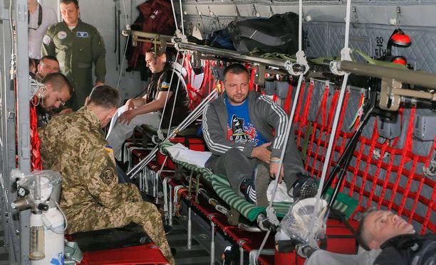 Loukkaantuneita ukrainalaissotilaita kuljetettiin huhtikuun lopussa hoitoon Romaniaan.