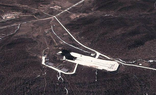 Satelliittikuva Pohjois-Korean Dongchang-rin ohjustenlaukaisukeskuksesta.