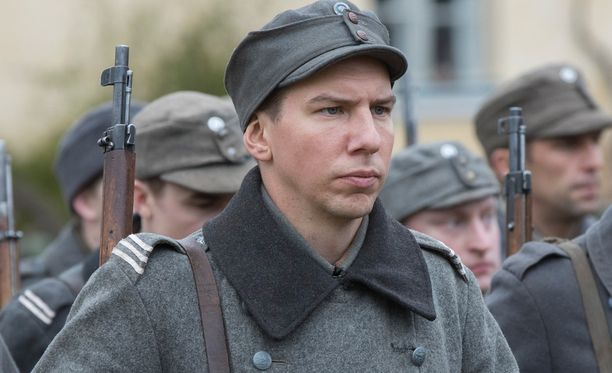 Aku Hirviniemi nähtiin julkisuudessa viimeksi kaksi viikkoa sitten. Tuolloin kuvattiin Tuntematonta sotilasta Suomenlinnassa.