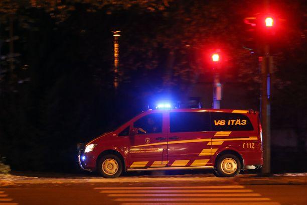 Hätäkeskus sai ilmoituksen rakennuspalosta kello 18.28.