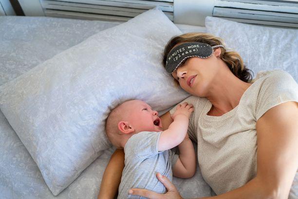 Vanhempien tehtävä on opettaa vauva nukkumaan.