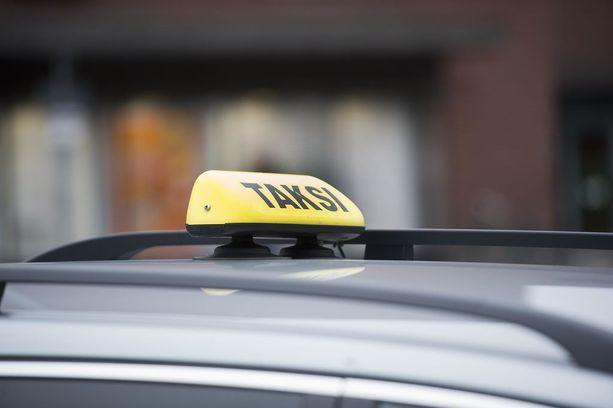 Perinteinen keltainen kupu voi kadota joidenkin taksien katoilta.