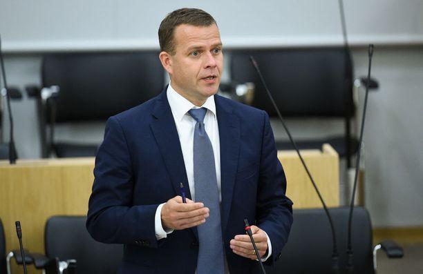 Kokoomuksen puheenjohtaja, valtiovarainministeri Petteri Orpo kannattaa muutoksia kansanedustajien kritisoituun sopeutumiseläkejärjestelmään. Ihmiset eivät koe sitä oikeudenmukaisena, Orpo sanoo.