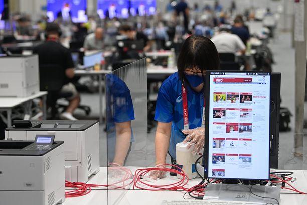 Tokiossa kisojen eteen tekee hommia valtava määrä vapaaehtoisia työntekijöitä.
